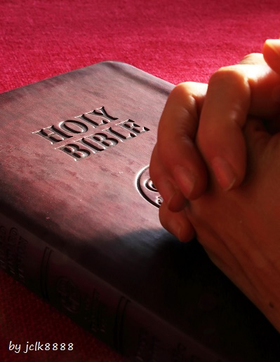 praying_on_bible_red